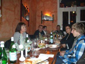 TR Plus Gruppenfoto beim Essen