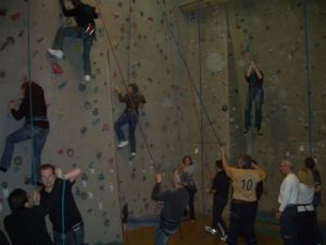TR Plus Team an der Kletterwand