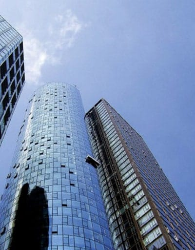 Hohes modernes Gebäude von TR Plus